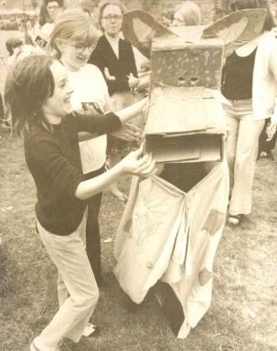 Small.E2 Festival 1973